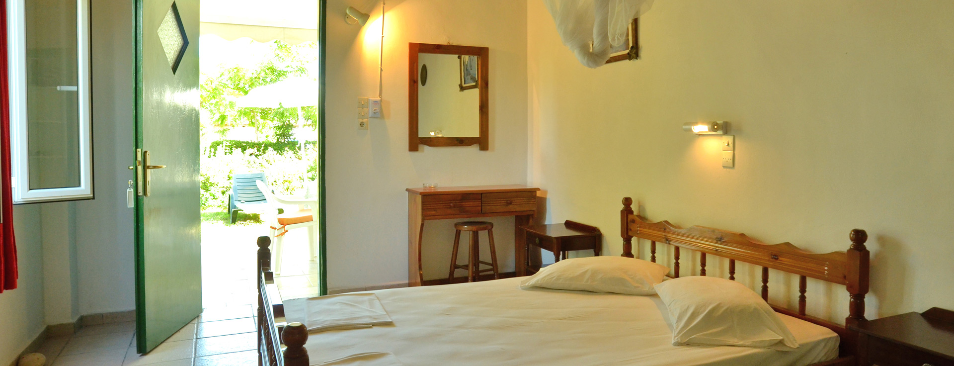 Double bedroom at Lemonia Accommodations.